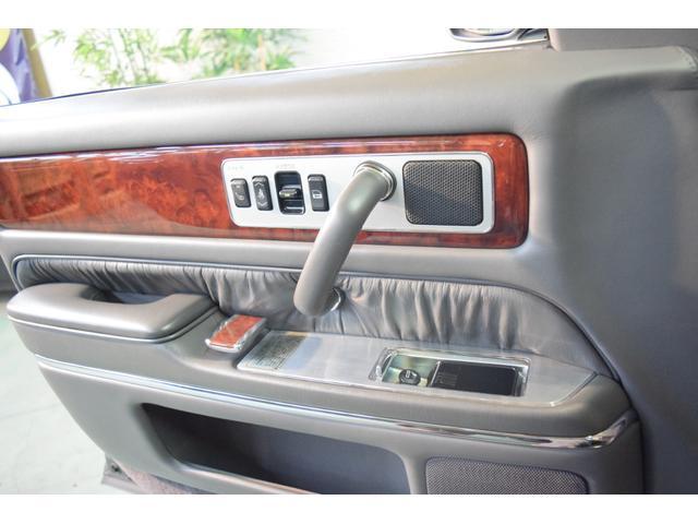 標準仕様車 デュアルEMVパッケージ 法人前オーナー グレーレザーシート リアシートリクライニング&マッサージ機能付 リアバニティーミラー キーレス ETC スペアキー 取説 新車時保証書有(40枚目)