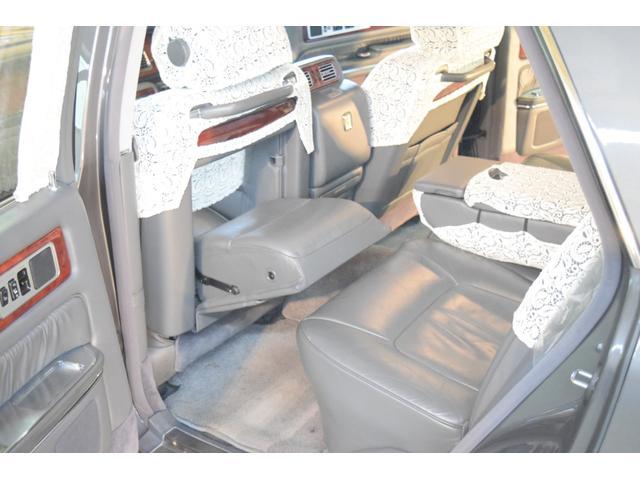 標準仕様車 デュアルEMVパッケージ 法人前オーナー グレーレザーシート リアシートリクライニング&マッサージ機能付 リアバニティーミラー キーレス ETC スペアキー 取説 新車時保証書有(42枚目)