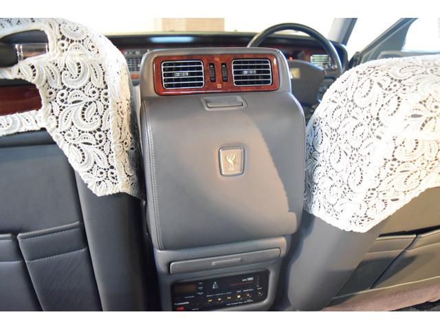 標準仕様車 デュアルEMVパッケージ 法人前オーナー グレーレザーシート リアシートリクライニング&マッサージ機能付 リアバニティーミラー キーレス ETC スペアキー 取説 新車時保証書有(43枚目)
