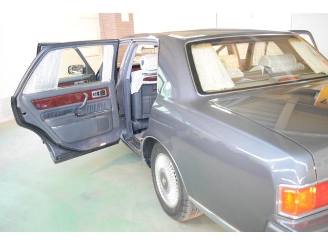 標準仕様車 デュアルEMVパッケージ 法人前オーナー グレーレザーシート リアシートリクライニング&マッサージ機能付 リアバニティーミラー キーレス ETC スペアキー 取説 新車時保証書有(76枚目)
