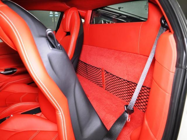 フェラーリ フェラーリ 488GTB カーボンLEDハンドル オプション20AW ディーラー車