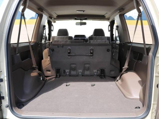 後席を格納すればさらに広大な荷室を確保可能!1〜2人では有り余るほどのスペースではないでしょうか!?