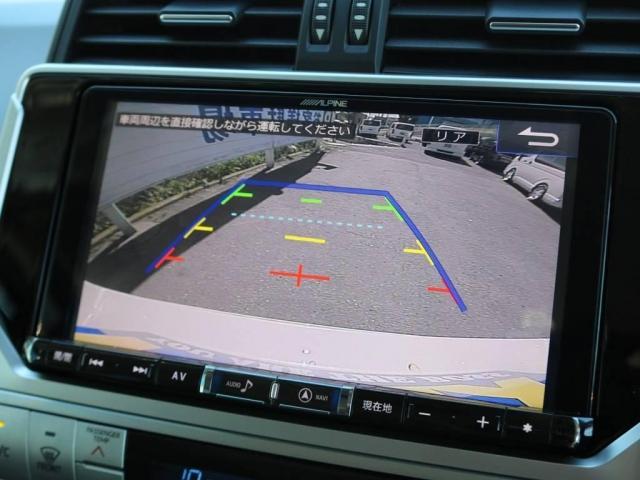 バックカメラももちろん付いておりますので、慣れない場所の駐車や狭い場所でも安心です!