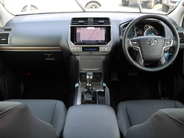 トヨタ ランドクルーザープラド Lパッケージ本革内装サンルーフ 9インチナビ 電格3列目席