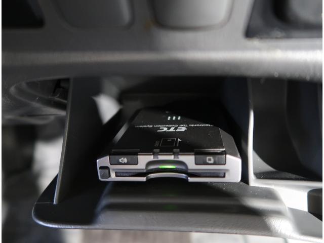 やっぱりあると便利なETC!遠出をする際の必需品ですね☆高速道路の出入りスイスイ!!有料オプションでナビ連動にすることも可能です♪