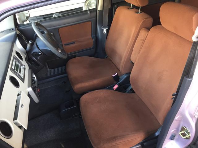 運転席、助手席側のシートにキレ、ヤブレ、穴などの目立ったものは見られません!