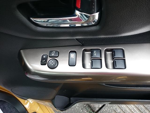 スズキ スペーシアカスタムZ ベースグレード 届出済未使用車 左側パワースライドドア