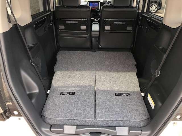 後列シートは倒すことで広々スペースを作ることができます。大容量の荷室が確保できますので使い勝手の良さは抜群です!