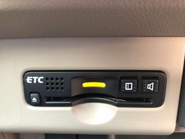 ETCついております。高速道路の料金所もノンストップで通過できます。当店でセットアップも可能ですのでご納車当日よりご利用いただけます。