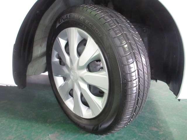 タイヤは2019年製ダンロップのエナセーブ155/65R14を装着しております。溝の残りは8分山になります。純正ホイールカバー付きです。その他にご不明な点がございましたらお気軽にお問い合わせください。