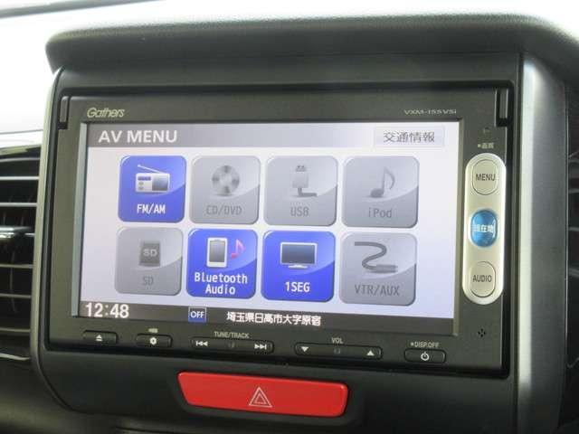 ナビゲーションは純正メモリーナビVXM-155VSiが装着されております。AM/FM/CD/DVD再生/ワンセグTV/インターナビがご利用いただけます。