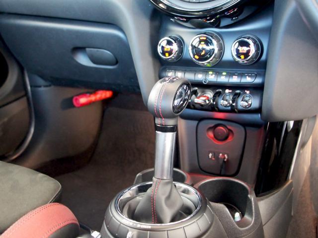 ご納車後の点検・保証修理等のアフターケアは、全国どちらの正規ディーラーでも御利用頂けますので安心です。