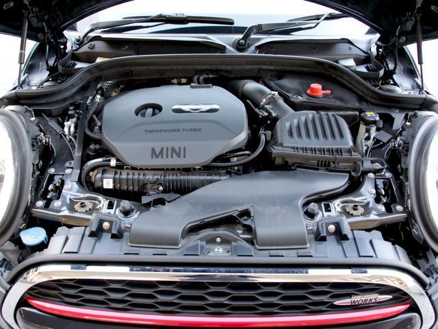 多くのブランドの新車販売を行っている《北海道ブブ、MIDグループ》ならではの、高度な訓練・教育を受けたメカニックがご納車前に100項目にも及ぶ精密な点検を行います。