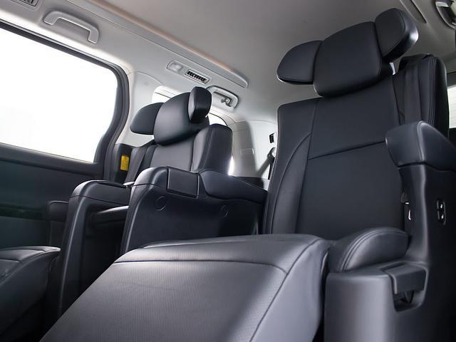 240S Cパッケージ 禁煙 黒本革シート エグゼクティブシート 両側自動スライドドア パワーバックドア クリアランスソナー シートヒーター コンビハンドル HDDナビ フルセグ対応 18インチアルミ DVD再生(3枚目)
