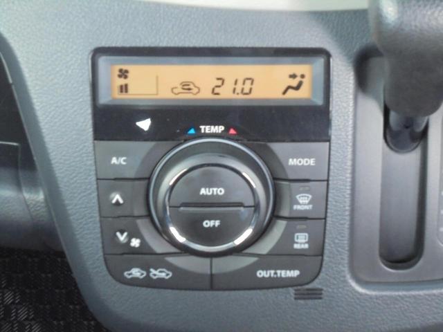 今では当然のオートエアコン装備です◇一定の温度にセットするだけで自動的に車内を設定温度に保ってくれるので快適です◇