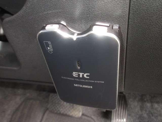 今や必需品の『ETC』が付いています! 高速道路の料金所をノンストップで通過できます!雨の日などに、せっかくの快適な車内環境なのに、窓を開けてチケットのやり取りはしたくないですよね!
