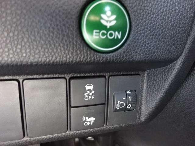 ECONボタンで省エネに貢献します。横滑り防止装置や約20km/h以下で走行中、走行音を発することで歩行者に車両の接近を通報し、注意を促す車両接近通報装置も付いていて、お出かけも安心です。