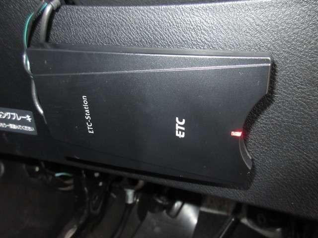 RSZ Sパッケージ 1年保証 走行3万7千キロ 次の車検はご納車から2年後です(車検整備渡し) ケンウッド製メモリーナビ リアカメラ ETC ドアバイザー Sパッケージ 純正17インチアルミホイール 1800cc(11枚目)