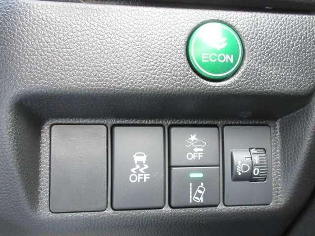 ECONボタンで、アクセル操作に対する駆動力とエアコンの消費電力などを省エネ化。雪道や雨の日の運転をサポートする横滑り防止装置、衝突軽減ブレーキ、路外逸脱制御機能などの安全装備で安心です。