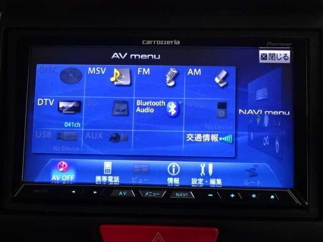 ナビゲーションはパイオニア製HDDナビAVIC-ZH77が装着されております。AM/FM/CD/DVD再生/音楽録音再生/フルセグTVがご利用いただけます。