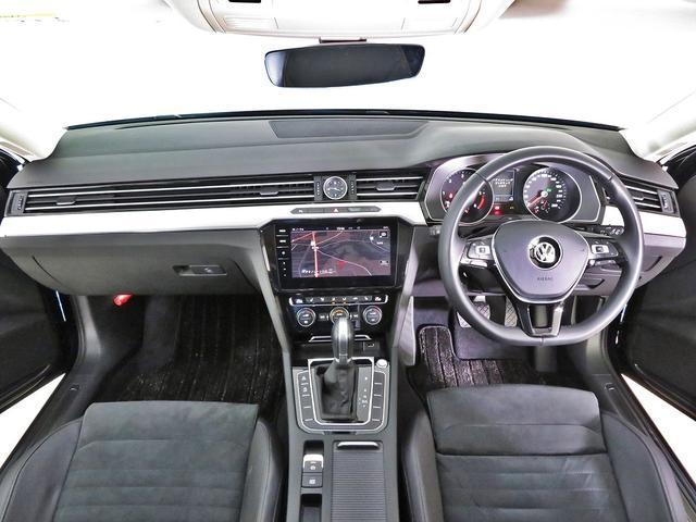 運転席のポジション調整はシートの電動調整とハンドルの細かい前後上下調整であなたの体形にぴったりと合うように調整範囲を大きくとってあります。