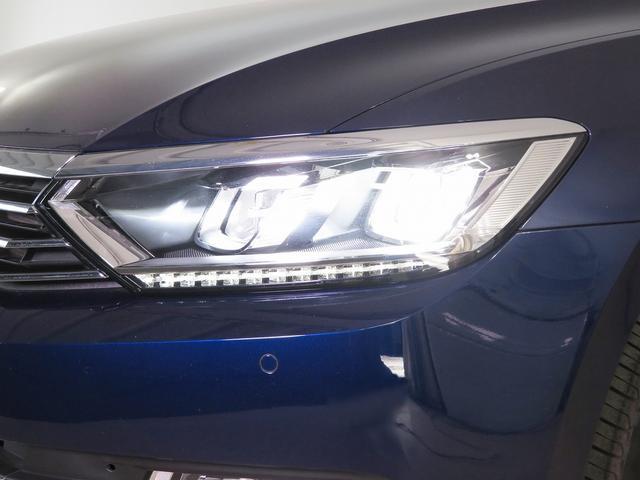 パサート用に新開発されたLEDヘッドライト