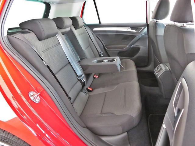 セカンドシートはフロントシートよりも少し高く設置され、疲れにくく、安全に同乗できる設計となっております。VW杉並Uカーフリーダイアル:0066-9705-1084