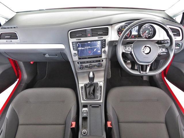 視認性と操作性が考られたシンプルなパネルスイッチは運転中のスイッチ操作も簡単で安全。多くのオーナー様方に好評です。VW杉並Uカーフリーダイアル:0066-9705-1084