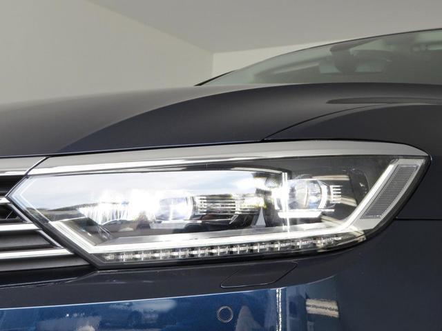 LEDヘッドライトが標準装着となったことで、フロントマスクがより精悍(せいかん)になっいます。デザインだけでなく、夜間のドライブをより安全かつ快適にサポートしてくれます。