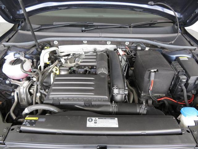 1.4リッター直4直噴ターボエンジン。低回転域から豊かなトルク特性と、20.4km/リッター(JC08モード)の低燃費を両立しています。