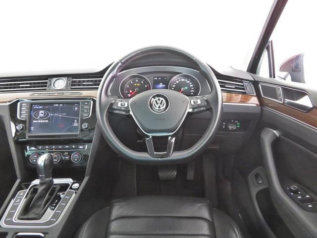 Discover Proはナビゲーションをはじめ、オーディオ&ビジュアルや車両に関する情報などを集約。すべての操作を8インチの大型タッチパネルディスプレイで直感的に操れるシステムです