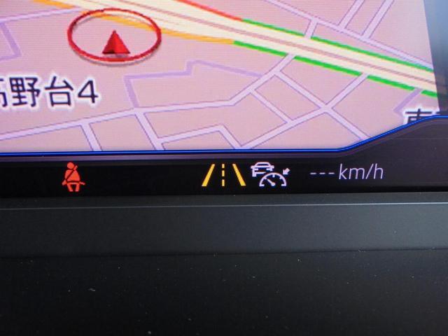 「レーンキープアシストシステム」を標準装備。主に高速道路走行時にドライバーの負担を軽減する装備です。