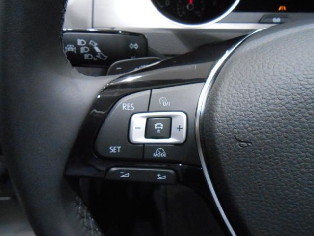☆ACC(全車速追従機能付き)☆高度なレーダースキャンにより先行車を測定。設定されたスピードを上限に自動で加減速を行い、一定の車間距離を維持することで、長距離走行などでのドライバーの疲労を低減させます