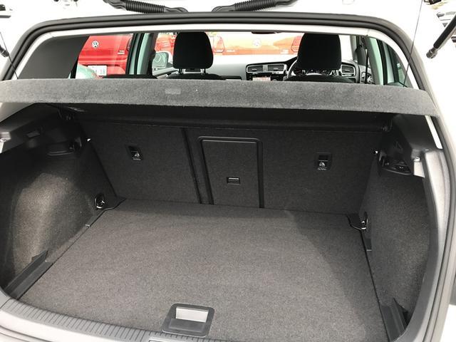 ☆大容量を確保。後席の背もたれを倒せば、広大なスペースが出現します