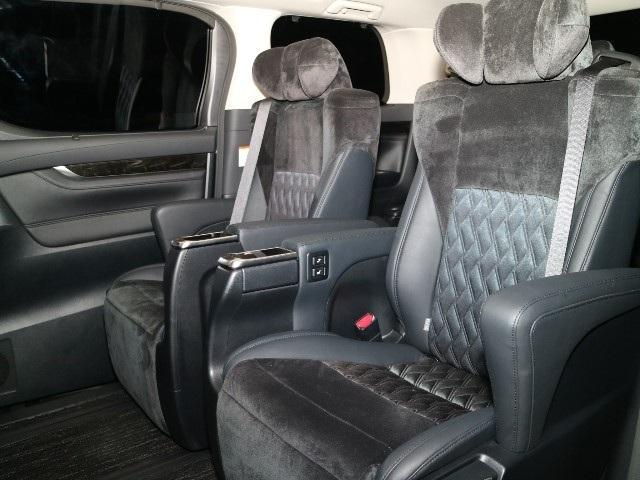 トヨタ アルファード 2.5S Cパッケージ アルパインナビ後席モニター