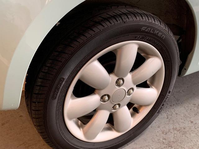 タイヤホイールです。タイヤにはワックスをかけて納車します。