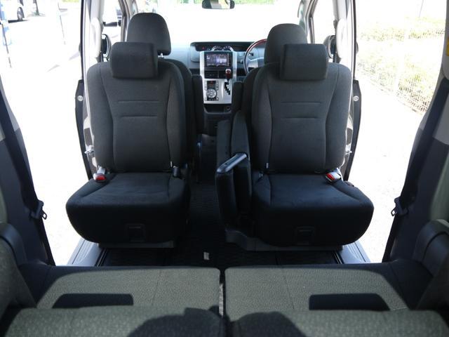 回転式セカンドシートはしっかり動作可能です☆向かい合ってのドライブは気持ちいいに決まってます☆