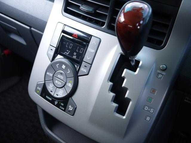 オートエアコンなのでボタン一つでラクラク☆デュアルエアコンなので助手席側でも温度変更可能です☆