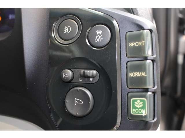 VSA(Vehicle Stability Assist)が装備!!VSAはコーナリング時の横滑りを抑制する機能と車両の急激な挙動変化を抑える機能で、安定した走行を実現していいます!!