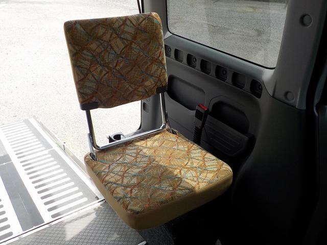 補助席も背もたれが伸びるので以前よりラクになりました!