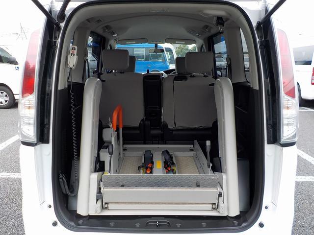 福祉車両 車いす1基 リアリフト仕様 4WD 電動固定(12枚目)