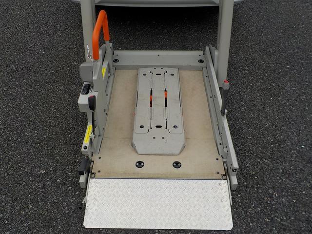 福祉車両 車いす1基 リアリフト仕様 4WD 電動固定(16枚目)