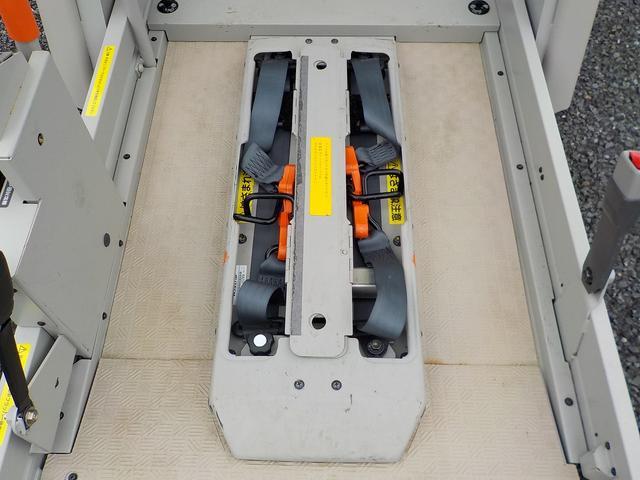 福祉車両 車いす1基 リアリフト仕様 4WD 電動固定(17枚目)