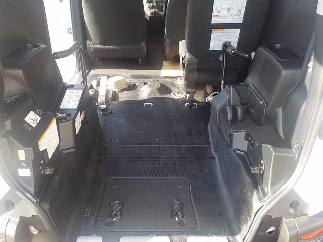 後部座席なしなので、車いすスペースが広いです。