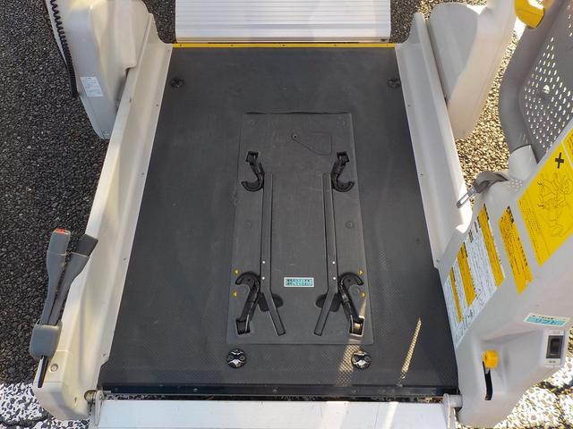 福祉車両 車いす2脚 自動ドア ルーフサイドウィンドゥ(16枚目)