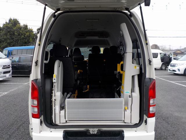 ウェルキャブ Bタイプ 車いす2脚リアリフト仕様 自動ドア(13枚目)