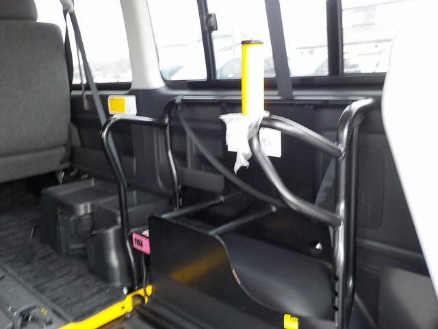ウェルキャブ Bタイプ 車いす2脚リアリフト仕様 自動ドア(18枚目)