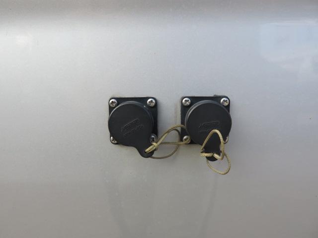 キャンピングカー RVランド製 ランドホーム 4000ccディーゼルターボ適合車 ロング ワンオーナー車 シンク 冷蔵庫 トイレ 温水ボイラーシャワー FFヒーター テレビ 電子レンジ 家庭用エアコン(75枚目)