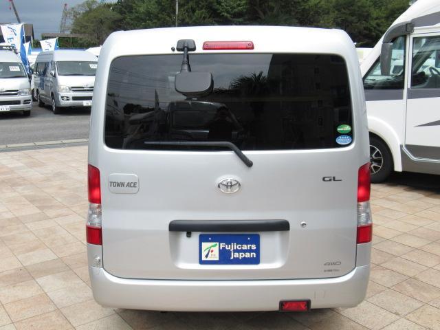 独自ルートの買取事業部を中心に、国産、 インポートカーディーラー、全国に点在する業者オークションから、仕入れスタッフが現車を徹底的に検証し、厳選した仕入れをおこなっております。