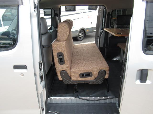 入庫時に在庫車輌の状態を把握することから始まります。内外装はもちろんのこと、車によって走行テストをはじめ機関、ナビ、オーディオ類、スイッチ類などの装備のチェックをおこないます。